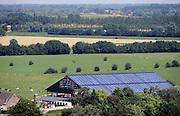Nederland, Groesbeek, 26-7-2012Zonnepanelen op het dak van de stal van een boerderij die juist over de grens staat in Wyler, Duitsland.Foto: Flip Franssen/Hollandse Hoogte