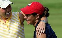 AMBT-DELDEN - Winnaar Marjet van der Graaff (l) met caddy Varin Schilperoord.  NK Matchplay golf op de Twentsche GC. COPYRIGHT KOEN SUYK