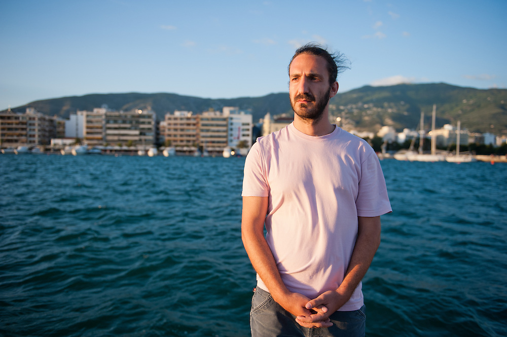 Member of the TEM  committee (local alternative currency  of Volos) in the port of Volos. Evripides Siouras 28 .