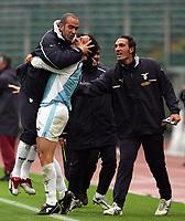 Fotball<br /> Serie A Italia 2004/05<br /> Lazio v Livorno<br /> 10. april 2005<br /> Foto: Digitalsport<br /> NORWAY ONLY<br /> Roberto Muzzi celebrates with his teammates Paolo Di Canio (L) and Fabio Bazzani (R) Lazio after his goal