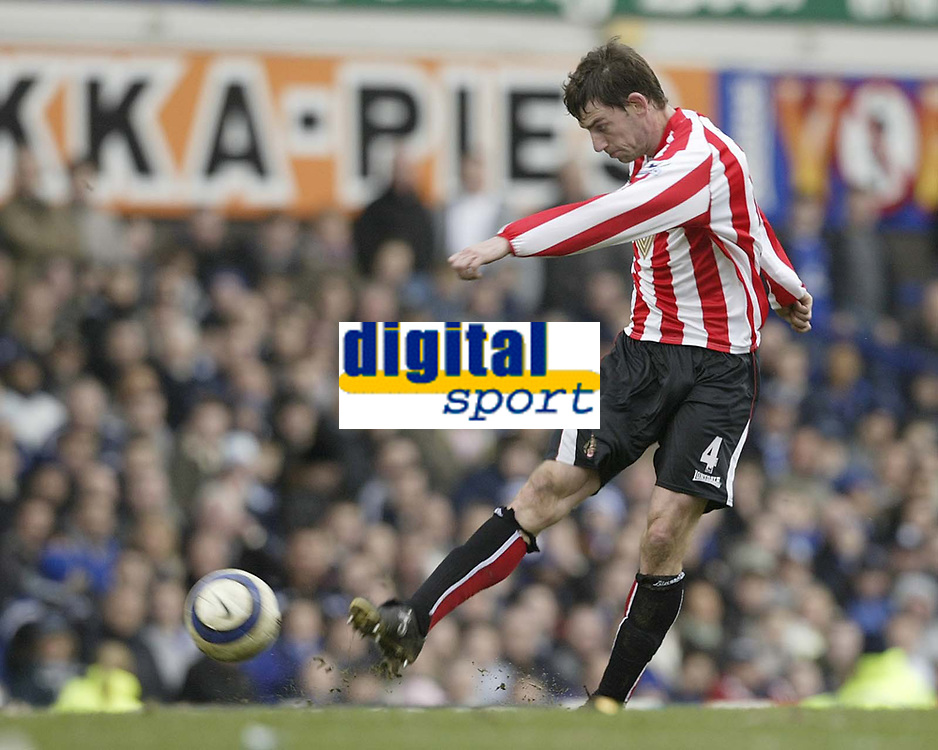Photo: Aidan Ellis.<br /> Everton v Sunderland. The Barclays Premiership. 01/04/2006.<br /> Sunderland's Rory Delap lashes a shot against the post in the last minute