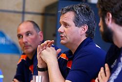 20150506 NED: Selectie Nederlands volleybal team mannen, Arnhem<br />Op Papendal werd het Nederlands team volleybal seizoen 2015-2016 gepresenteerd / Ron Zwerver, Gido Vermeulen<br />©2015-FotoHoogendoorn.nl / Pim Waslander