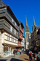 France, Bretagne, Finistère (29), Quimper, la rue Kereon et la cathedrale Saint Corentin // France, Briitany, Finistere, Quimper, St Corentin cathedral and Kereon street