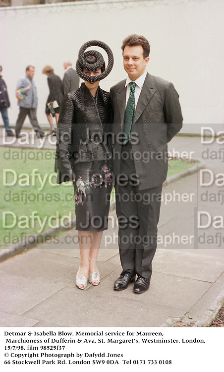 Detmar & Isabella Blow. Maureen, Marchioness of Dufferin & Ava. St. MargaretÕs. Westminster. London. 15/7/98. film 98525f37<br />© Copyright Photograph by Dafydd Jones<br />66 Stockwell Park Rd. London SW9 0DA<br />Tel 0171 733 0108