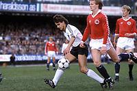 Fotball<br /> Foto: imago/Digitalsport<br /> NORWAY ONLY<br /> <br /> 12.05.1982<br /> <br /> Pierre Littbarski (li., Deutschland) am Ball gegen Kai Erik Herlovsen (Norwegen). I bakgrunnen Åge Hareide
