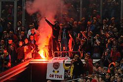 22.10.2015, Veltins-Arena, Gelsenkirchen, GER, UEFA EL, FC Schalke 04 vs Sparta Prag, Gruppe K, im Bild Die Ultras / Fans von Sparta Prag brennen im Gaesteblock verbotene Pyrotechnik / Leuchtfackeln ab. // during UEFA Europa League group K match between FC Schalke 04 and Sparta Prag at the Veltins-Arena in Gelsenkirchen, Germany on 2015/10/22. EXPA Pictures © 2015, PhotoCredit: EXPA/ Eibner-Pressefoto/ Thienel<br /> <br /> *****ATTENTION - OUT of GER*****