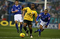 Photo: Pete Lorence.<br />Leicester City v Barnsley. Coca Cola Championship. 16/12/2006.<br />Leon Knight dodges the Leicester defence.