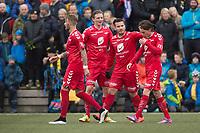 Fotball<br /> 22. April 2015<br /> Norgesmesterskapet 1. runde<br /> Kuventræ<br /> Os - Brann<br /> Kristoffer Larsen (L) , Erik Huseklepp (3R) gratulerer målscorer Jorge Alejandro Castro Salazar (2R) , Kasper Skaanes (R) , Brann<br /> Foto: Astrid M. Nordhaug