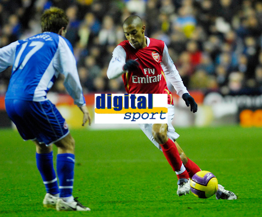 Photo: Leigh Quinnell/Sportsbeat Images.<br /> Reading v Arsenal. The FA Barclays Premiership. 12/11/2007. Arsenals Gael Clichy takes the ball round Readings Bobby Convey.