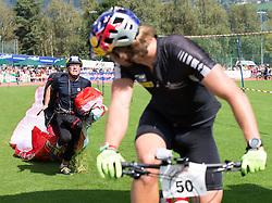 10.09.2016, Lienz, AUT, Red Bull Dolomitenmann 2016, Mountainbike, im Bild Wendelin Ortner (AUT, Paragleiter vom Team Wings for Life), Benjamin Karl (AUT, Mountainbiker vom Team Wings for Life) // during the Mountainbike of the 2016 Red Bull Dolomitenmann at the Lienz, Austria on 2016/09/10. EXPA Pictures © 2016, PhotoCredit: EXPA/ Johann Groder
