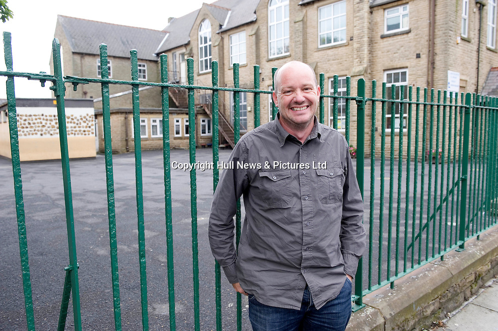April 2009<br /> Artist Liam Spencer outside St John's RC Primary School in Ivy Street, Burnley, which he attended as a child.<br /> Picture:Sean Spencer/Hull News & Pictures 01482 210267/07976 433960.High resolution picture library at http://www.hullnews.co.uk.©Sean Spencer/Hull News & Pictures Ltd.