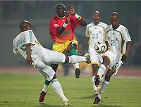 v.l Mbulelo Mabizela, Fode Mansare, Jimmy Tau Suedafrika<br /> Africa Cup 2006 Suedafrika - Guinea<br /> Sør-Afrika<br /> Norway only