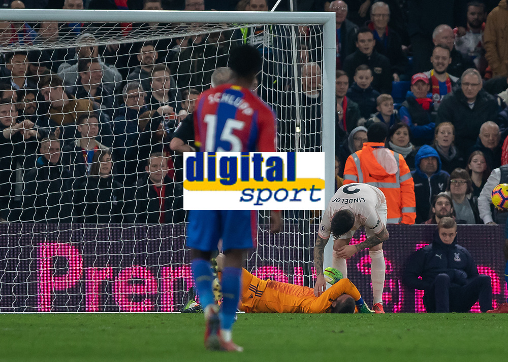 Football - 2018 / 2019 Premier League - Crystal Palace vs. Manchester United<br /> <br /> David De Gea (Manchester United) arches his back in pain after colliding with the goalpost at Selhurst Park.<br /> <br /> COLORSPORT/DANIEL BEARHAM