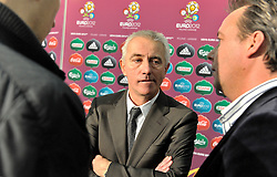 (C) BERT VAN MARWIJK COACH OF NETHERLANDS WITH DUTCH JOURNALISTS AFTER THE UEFA EURO 2012 QUALIFYING DRAW IN PALACE SCIENCE AND CULTURE IN WARSAW, POLAND..THE 2012 EUROPEAN SOCCER CHAMPIONSHIP WILL BE HOSTED BY POLAND AND UKRAINE...WARSAW, POLAND , FEBRUARY 07, 2010..( PHOTO BY ADAM NURKIEWICZ / MEDIASPORT / SPORTIDA.COM ).