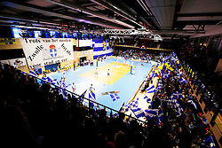 20150426 NED: Eredivisie Landstede Volleybal - Abiant Lycurgus, Zwolle<br />Sfeeractie met blauw - witte vlaggen.<br />©2015-FotoHoogendoorn.nl / Pim Waslander