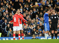 Fotball<br /> England<br /> Foto: Fotosports/Digitalsport<br /> NORWAY ONLY<br /> <br /> Chelsea v Arsenal Premier League 30.11.08 <br /> <br /> Robin Van Persie Arsenal celebrates 2nd goal as John Terry protests to referee Mike Dean