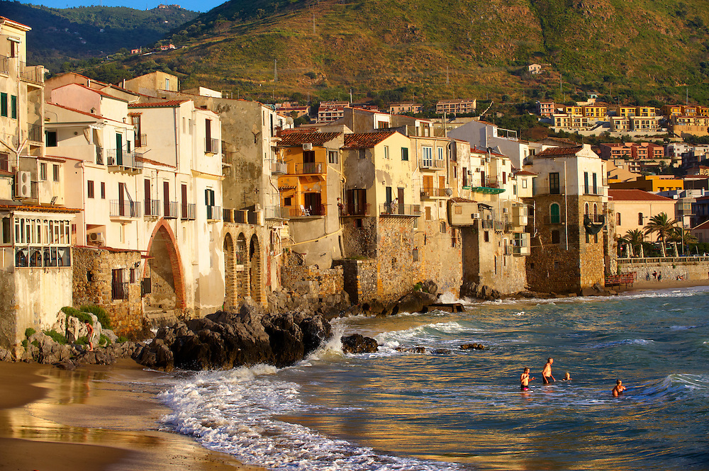 Medieval houses and seafront of old Cefalu [Cefaú] Sicily .<br /> <br /> Visit our SICILY PHOTO COLLECTIONS for more   photos  to download or buy as prints https://funkystock.photoshelter.com/gallery-collection/2b-Pictures-Images-of-Sicily-Photos-of-Sicilian-Historic-Landmark-Sites/C0000qAkj8TXCzro
