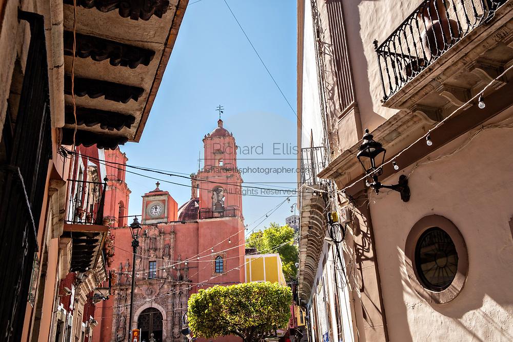 Facade of the Baroque style, Templo de San Francisco or San Francisco Church in the historic center of Guanajuato City, Guanajuato, Mexico.