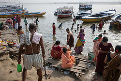 May 18, 2019 - Varanasi, India - On 18 May 2018, people who follow of Hinduism bathe themselves in the water of the Ganges River, which is considered to be holy and pure in the Hindu religion. Photo taken in the city of Varanasi, India. (Credit Image: © Diego Cupolo/NurPhoto via ZUMA Press)
