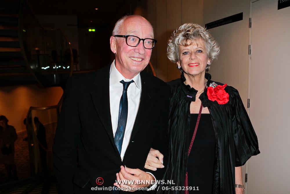 NLD/Den Haag/20111201- Premiere Ramses, Petra Laseur en Leon Schoffelen