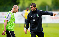 30/06/14<br /> CELTIC TRAINING<br /> AUSTRIA<br /> Celtic manager Ronny Deila speaks with Anthony Stokes during training.