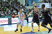 DESCRIZIONE : Eurocup 2013/14 Gr. J Dinamo Banco di Sardegna Sassari -  Brose Basket Bamberg<br /> GIOCATORE : Travis Diener<br /> CATEGORIA : Palleggio Penetrazione<br /> SQUADRA : Dinamo Banco di Sardegna Sassari <br /> EVENTO : Eurocup 2013/2014<br /> GARA : Dinamo Banco di Sardegna Sassari -  Brose Basket Bamberg<br /> DATA : 19/02/2014<br /> SPORT : Pallacanestro <br /> AUTORE : Agenzia Ciamillo-Castoria / Luigi Canu<br /> Galleria : Eurocup 2013/2014<br /> Fotonotizia : Eurocup 2013/14 Gr. J Dinamo Banco di Sardegna Sassari - Brose Basket Bamberg<br /> Predefinita :