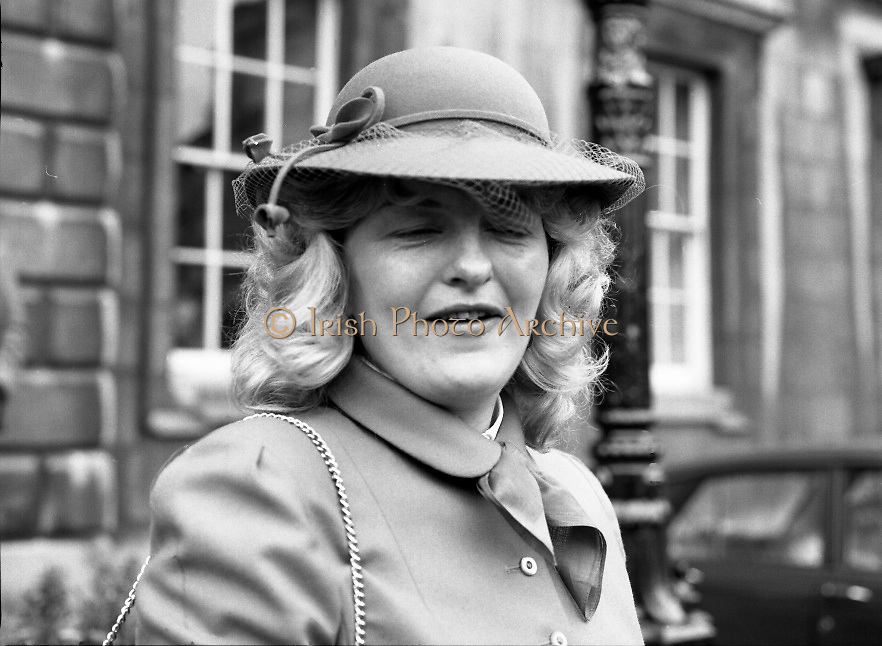 TDs arrive for the opening session of the 23rd Dáil...9-03-82.03-09-1982.9th March 1982..Pictured At Leinster House. . .Cork East Fine Gael TD Myra Barry