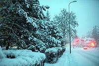 Bialystok, 16.01.2021. Gwaltowny atak zimy, w ciagu paru godzin przybylo kilkanascie centymetrow sniegu N/z zasypana sniegiem ulica Swietojanska fot Michal Kosc / AGENCJA WSCHOD