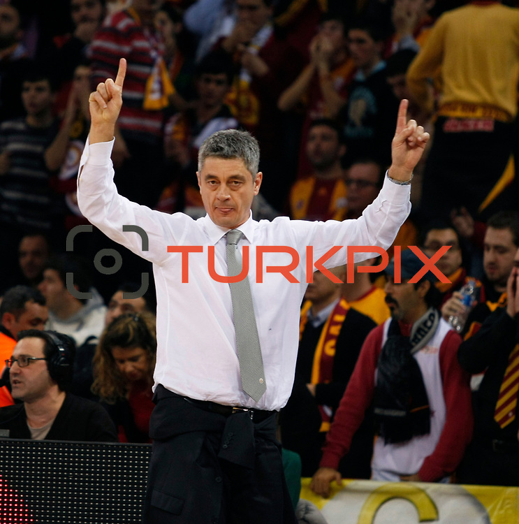 Galatasaray's coach Oktay Mahmuti during their Turkish Airlines Euroleague Basketball Top 16 Group E Game 2 match Galatasaray between Olympiacos at Abdi Ipekci Arena in Istanbul, Turkey, Thursday, January 26, 2012. Photo by TURKPIX