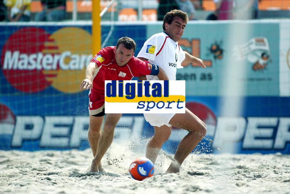 Fotball, Sandfotball, Beach soccer, Stavanger 24/07-04, Spania - England,<br />Terry Bowes (England , 8) previous teams Arsenal, Ipswitch,<br />Foto: Sigbjørn Andreas Hofsmo, Digitalsport