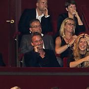 NLD/Amsterdam/20101102- Feestavond viering 50ste verjaardag Rene Froger, Erik Kusters en Estelle Gullit - Cruijff gillen het uit van het lachen