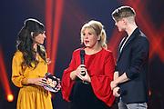 """Moderatorin Viola Tami (li.) im Gespräch mit Maite Kelly und Vincent Gross bei der SRF-Pop-Schlager-Show """"Hello Again"""". Aufzeichnung vom 14. April 2019 in den Fernsehstudios Zürich."""