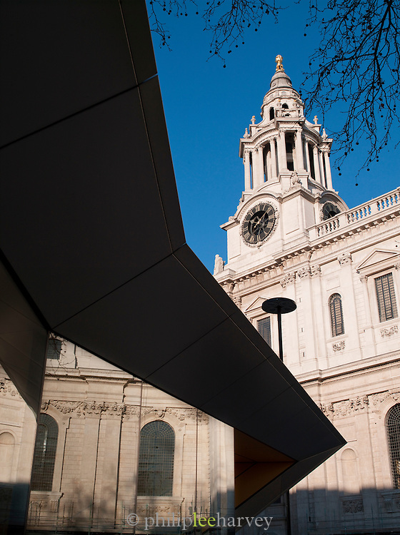 St Pauls Cathedral and tourist information building in London, UK