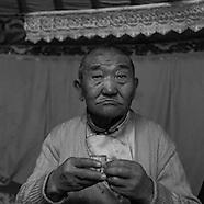 MN042N Mongol portraits in Ulanbaatar