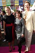 Amsterdam Diner in de Heineken Music Hall. De opbrengst van het benefietdiner gaat naar onderzoek van de aidsactivisten die vorig jaar omkwamen bij de vliegramp met de MH17.<br /> <br /> Op de foto:  Prinses Mabel met haar zus Nicoline Wisse Smit en Lilianne Ploumen