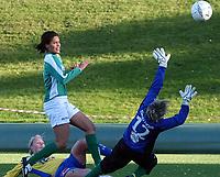 Fotball kvinner Toppserien 08.10.05<br /> Trondheims-Ørn - Fløya 4-0<br /> Heidi Pedersen scorer fra liggende<br /> Foto: Carl-Erik Eriksson, Digitalsport
