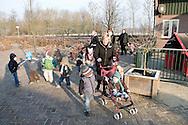 """Nederland, Herpen, 20090128...Kinderen gaan een stukje wandelen...Kinderopvang 'Op de boerderij' in Herpen...""""OP DE BOERDERIJ"""" kinderopvang..is gevestigd bij een vleesveebedrijf te Herpen.....Netherlands, Herpen, 20090128. ..Children are goimg for a walk...Childcare on the farm in Herpen. ..""""ON THE FARM"""" childcare ..is located at a beef farm in Herpen."""