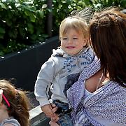 NLD/Amsterdam/20100414 - Uitreiking Mama van het Jaar 2010 Amanda Krabbe en kinderen Bickel, Michelle, Jasmijn, Achilles