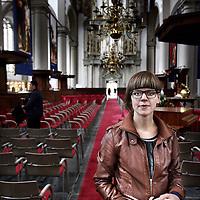 Nederland, Amsterdam , 2 juni 2014.<br /> Narda Beunders (met aantekeningenboekje) op de foto in de Westerkerk, architectuurstudente die een nieuw religieus gebouw ontwerpt. Vanuit de gedachte dat gebouwen iets met je doen.<br /> Foto:Jean-Pierre Jans