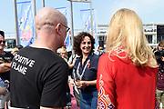 Burgemeester Femke Halsema en prinses Mabel nemen deel aan de fakkeltocht Positive Flame door de binnenstad om aandacht te vragen voor mensen met hiv. De fakkeldragers zijn mannen en vrouwen die leven met hiv in Nederland. De fakkeltocht vond plaats in de week van de internationale aidsconferentie AIDS2018. <br /> <br /> Mayor Femke Halsema and Princess Mabel are taking part in the torch relay Positive Flame through the city center to draw attention to people with HIV. The torchbearers are men and women who live with HIV in the Netherlands. The torch relay took place during the week of the international AIDS conference AIDS2018.<br /> <br /> Op de foto: Burgemeester Femke Halsema en prinses Mabel / Mayor Femke Halsema and Princess Mabel