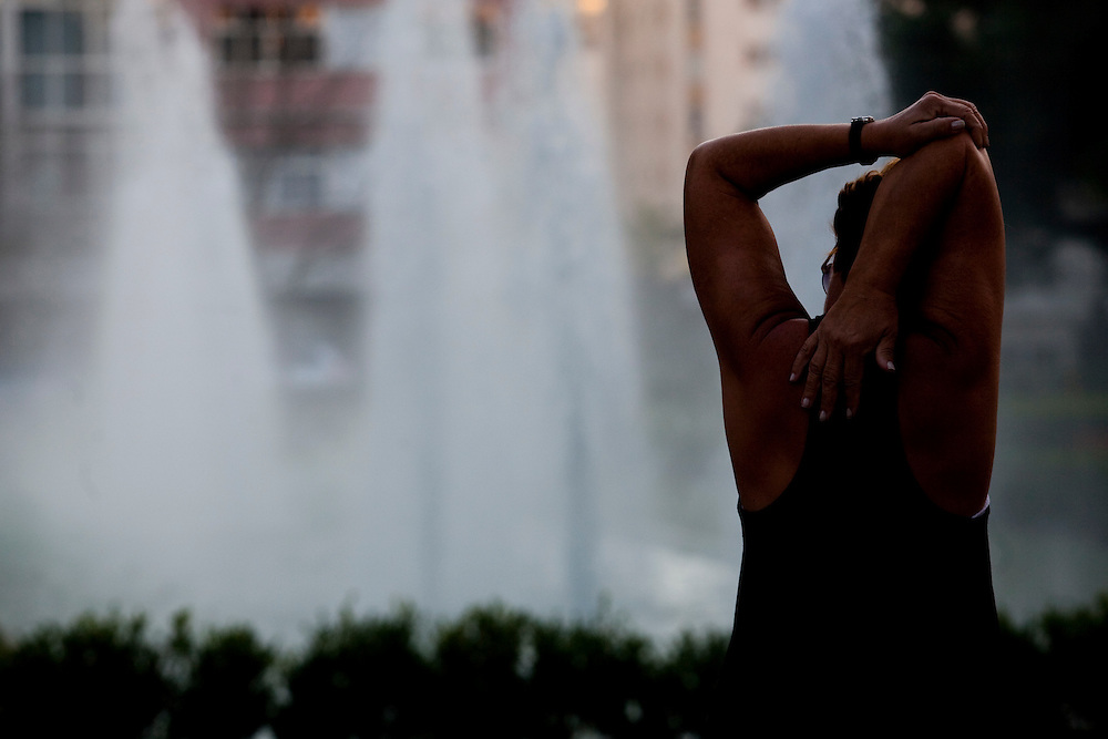 Belo Horizonte_MG, Brasil...Mulher exercitando na Praca da Liberdade...A woman exercising in Liberdade square...Foto: BRUNO MAGALHAES / NITRO