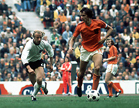 Fotball<br /> VM 1974<br /> Foto: Colorsport/Digitalsport<br /> NORWAY ONLY<br /> <br /> Johan Cruyff (Holland) Berti Vogts (West Germany). World Cup Final, Munich, 7/07/1974