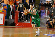 DESCRIZIONE : Roma Lega A 2012-13 Acea Virtus Roma Montepaschi Siena<br /> GIOCATORE : Daniel Hackett<br /> CATEGORIA : passaggio<br /> SQUADRA : Montepaschi Siena<br /> EVENTO : Campionato Lega A 2012-2013 <br /> GARA : Acea Virtus Roma Montepaschi Siena<br /> DATA : 12/11/2012<br /> SPORT : Pallacanestro <br /> AUTORE : Agenzia Ciamillo-Castoria/ElioCastoria<br /> Galleria : Lega Basket A 2012-2013  <br /> Fotonotizia : Roma Lega A 2012-13 Acea Virtus Roma Montepaschi Siena<br /> Predefinita :