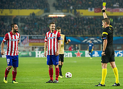 22.10.2013, Ernst Happel Stadion, AUT, UEFA Champions League, FK Austria Wien vs Atletico Madrid, Gruppe G, im Bild Gelbe Karte durch Daniele Orsato, (ITA, Schiedsrichter, Referee) an Arenas Gabriel Fernandez, (Atletico Madrid, #14) // during the UEFA Champions League group G match between FK Austria Vienna and Club Atletico de Madrid at the Ernst Happel Stadion in Vienna, Austria on 2013/10/22. EXPA Pictures © 2013, PhotoCredit: EXPA/ Michael Gruber