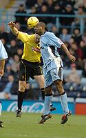 Fotball<br /> England 2004/2005<br /> 18.12.2004<br /> Foto: SBI/Digitalsport<br /> NORWAY ONLY<br /> <br /> Coventry City v Watford <br /> Coca Cola Championship. 18/12/2004.<br /> <br /> Coventrys Dele Adebola outjumps Watford Sean Dyche