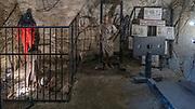 Dobczyce, 2020-05-09. Ruiny sredniowiecznego zamku krolewskiego w Dobczycach - fragment ekspozycji.