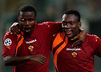 Fotball<br /> Serie A Italia<br /> Foto: Graffiti/Digitalsport<br /> NORWAY ONLY<br /> <br /> Roma 21/9/2005 Campionato Serie A <br /> <br /> Roma Parma 4-1<br /> <br /> African AS Roma players Shabani Nonda and Samuel Kuffour celebrate after Nonda second goal