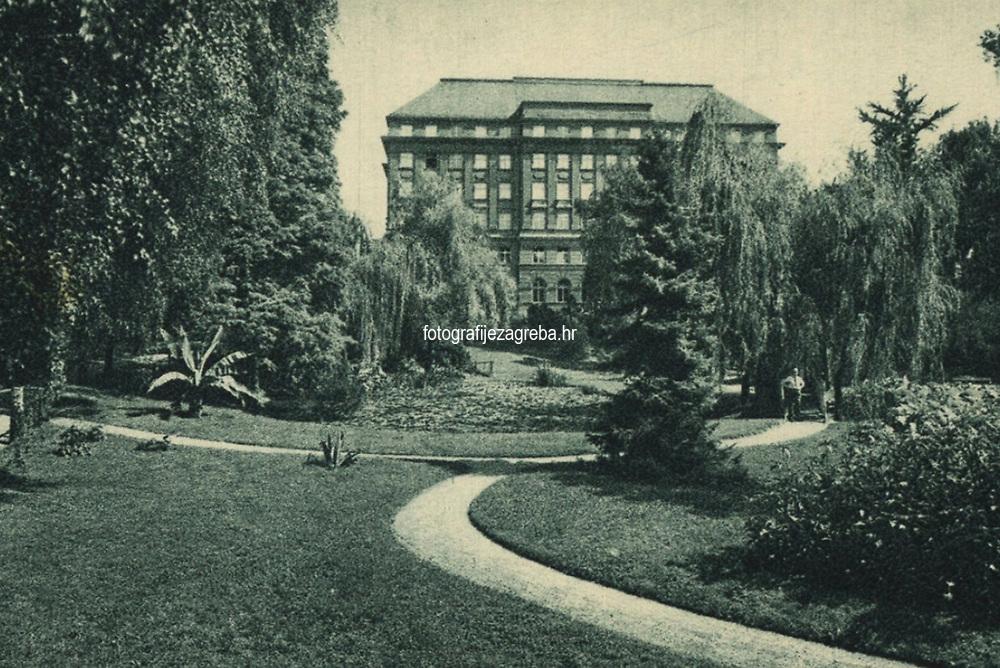 "Zagreb - Botanički vrt, motiv.  <br /> <br /> ImpresumZagreb : Naklada [poslije 1928].<br /> Materijalni opis1 razglednica : tisak ; 8,9 x 13,9 cm.<br /> NakladnikNaklada ""Foto""<br /> Mjesto izdavanjaZagreb<br /> Vrstavizualna građa • razglednice<br /> ZbirkaZbirka razglednica • Grafička zbirka NSK<br /> Formatimage/jpeg<br /> PredmetZagreb –– Ulica Antuna Mihanovića<br /> Botanički vrt Prirodoslovno-matematičkog fakulteta (Zagreb)<br /> SignaturaRZG-BOT-3<br /> Obuhvat(vremenski)20. stoljeće<br /> NapomenaRazglednica nije putovala.<br /> PravaJavno dobro<br /> Identifikatori000952445<br /> NBN.HRNBN: urn:nbn:hr:238:883688 <br /> <br /> Izvor: Digitalne zbirke Nacionalne i sveučilišne knjižnice u Zagrebu"