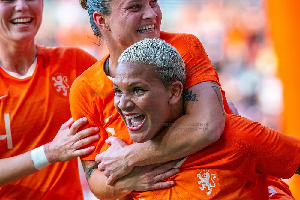 01-06-2019 NED: Netherlands - Australia, Eindhoven<br /> <br /> Friendly match in Philips stadion Eindhoven. Netherlands win 3-0 / Shanice van de Sanden #7 of The Netherlands score 3-0, Sherida Spitse #16 of The Netherlands