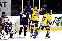 Ishockey<br /> GET-Ligaen<br /> 30.10.08<br /> Jordal Amfi<br /> Vålerenga VIF - Storhamar Dragons<br /> Eirik Skadsdammen og Eerikki Koivu jubler for 1-0 mens keeper Patrick DesRoschers og regan Kelly fortviler<br /> Foto - Kasper Wikestad